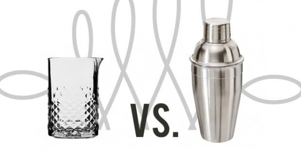 Cocktailshaker und Rührglas im Duell