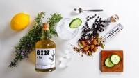 Gentleman Needs - Flasche und Gewürze